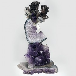 Composition minérale en améthyste, pointes de cristal de roche, epidote, pyrite