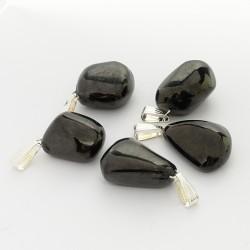 Ce minéral présente des propriétés favorisant l'ancrage et l'introspection de ceux qui la portent sur eux ...