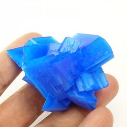 Minéral de cuivre secondaire formé par l' oxydation des sulfures de cuivre.