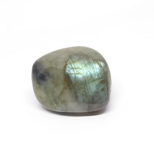 Cette pierre absorbe les énergies négatives, les maux et les peines d'autrui