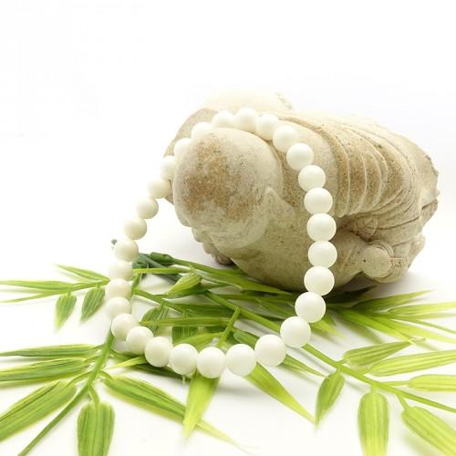 La nacre permet d'ouvrir le chakra du troisième oeil pour un accès au corps mental.