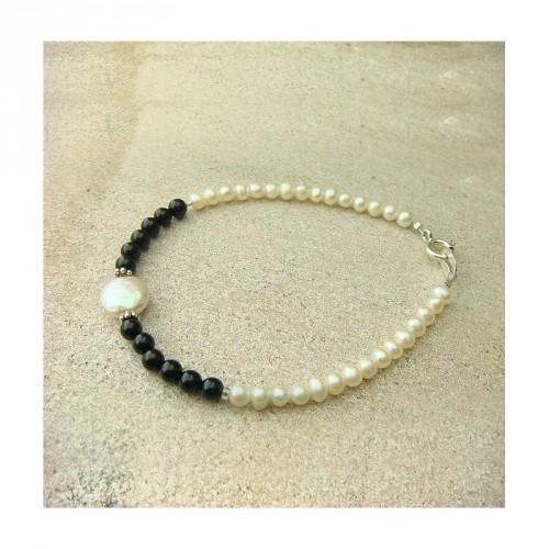 Bracelet onyx et perles d'eau douce