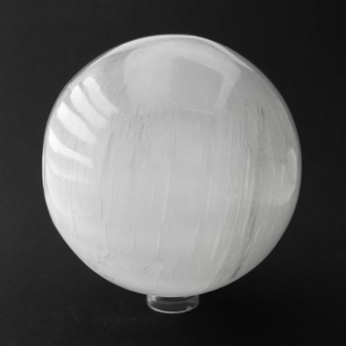Galet en sélénite 6.5 x 5 cm